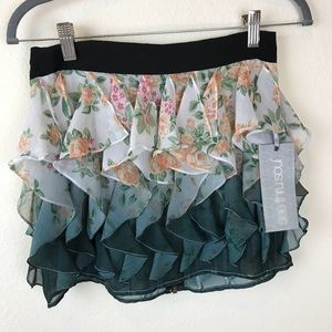 NWT - Fun Flirty Skirt!!
